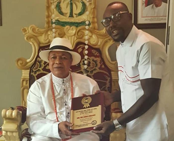 King Charles Ayemi-Botu (JP) OFR, Monarch of Seimbiri Kingdom Receiving the Ijaw National Merit Award 2018 Traditional Ruler of the Year.